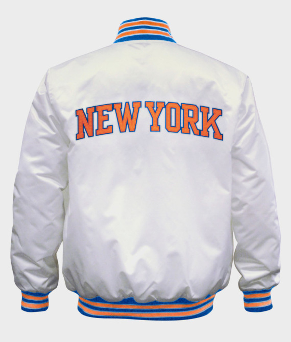 Starter – New York Knicks & Brooklyn Nets Limited Edition Satin Jacket in Christmas White - 2