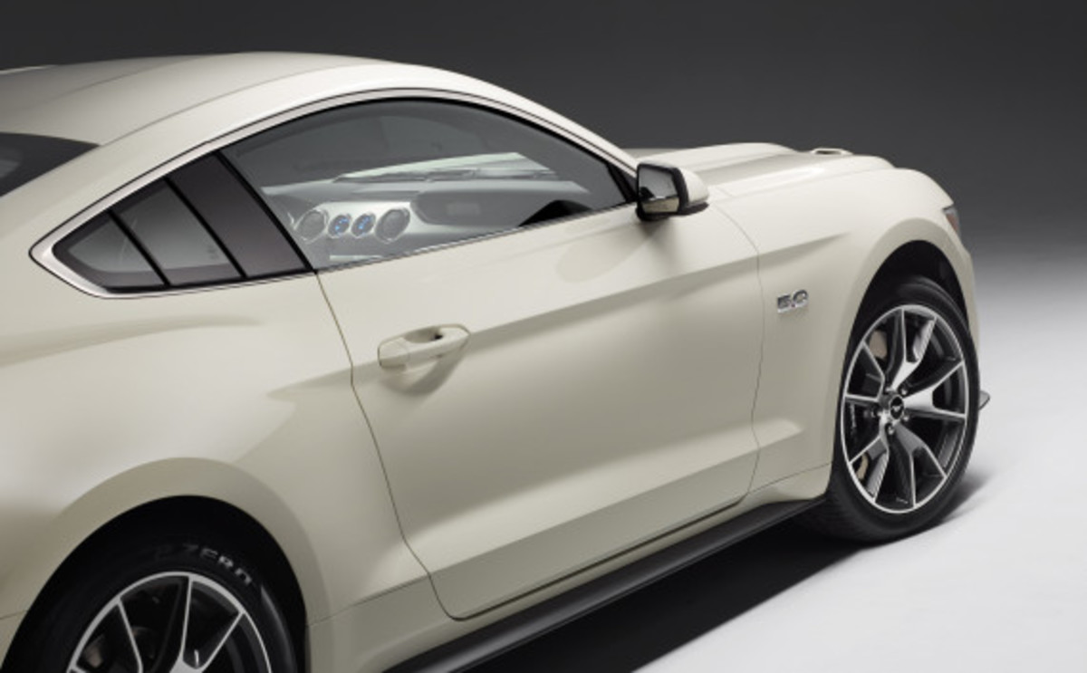 Ford Mustang - 50th Anniversary Edition - 17