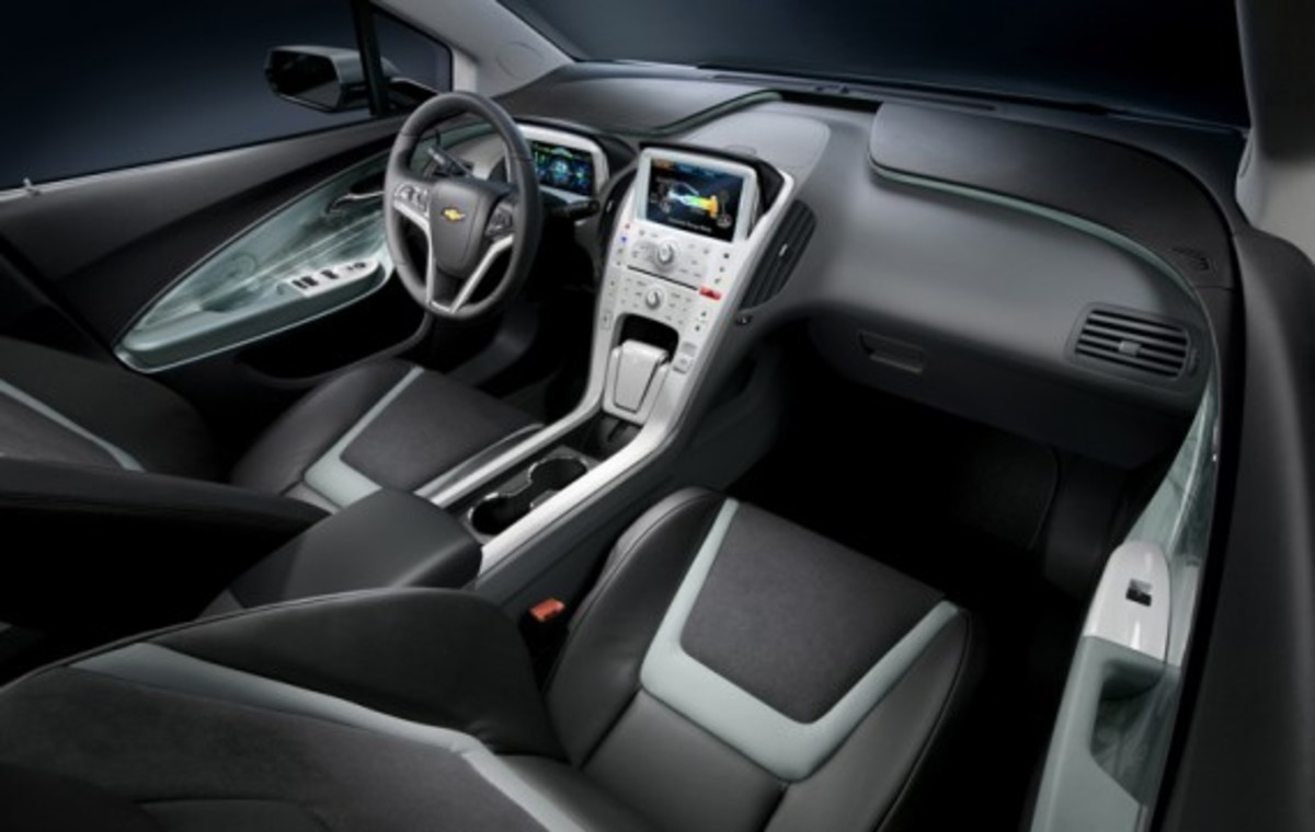 2011 Chevrolet Volt Production Show Car Interior (© GM Corp.)