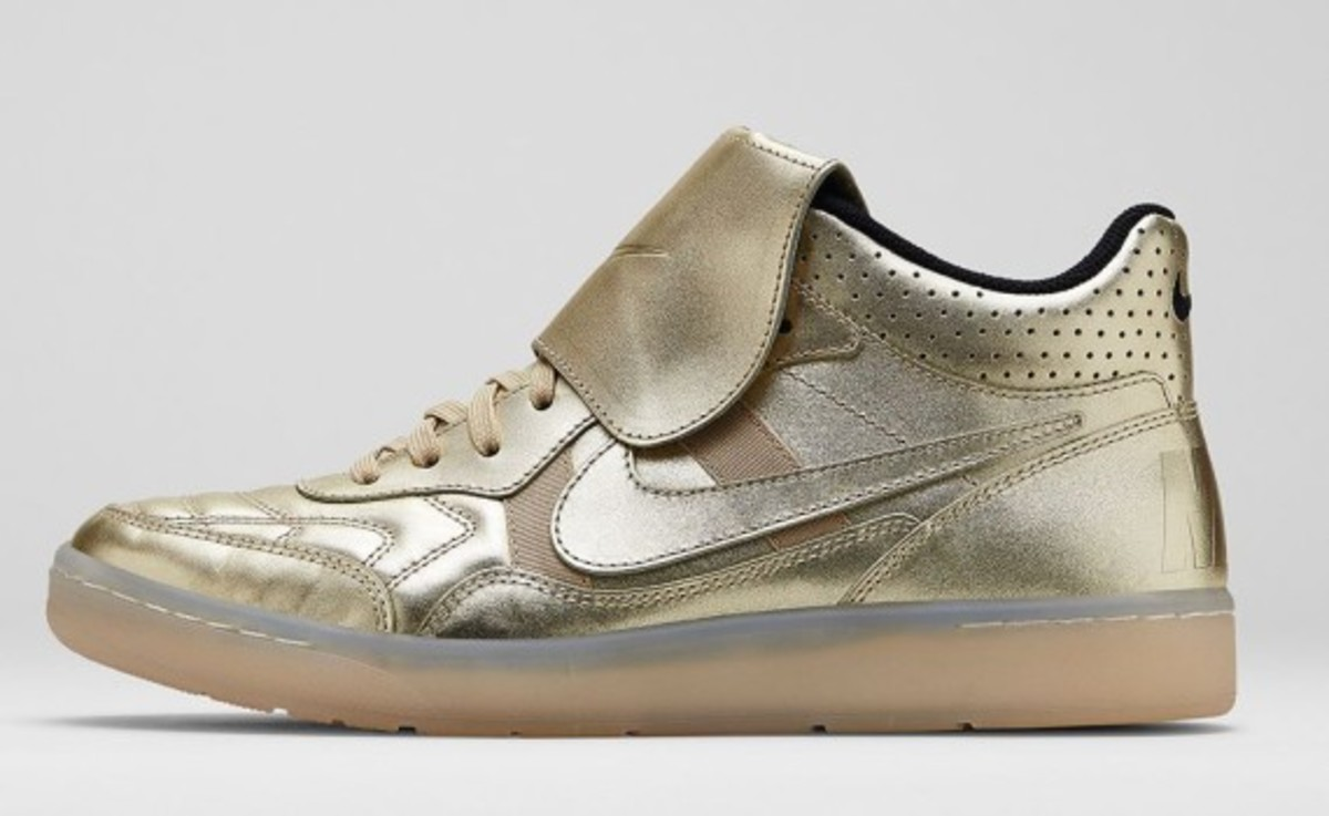 nike-sportswear-gold-hypervenom-collection-05