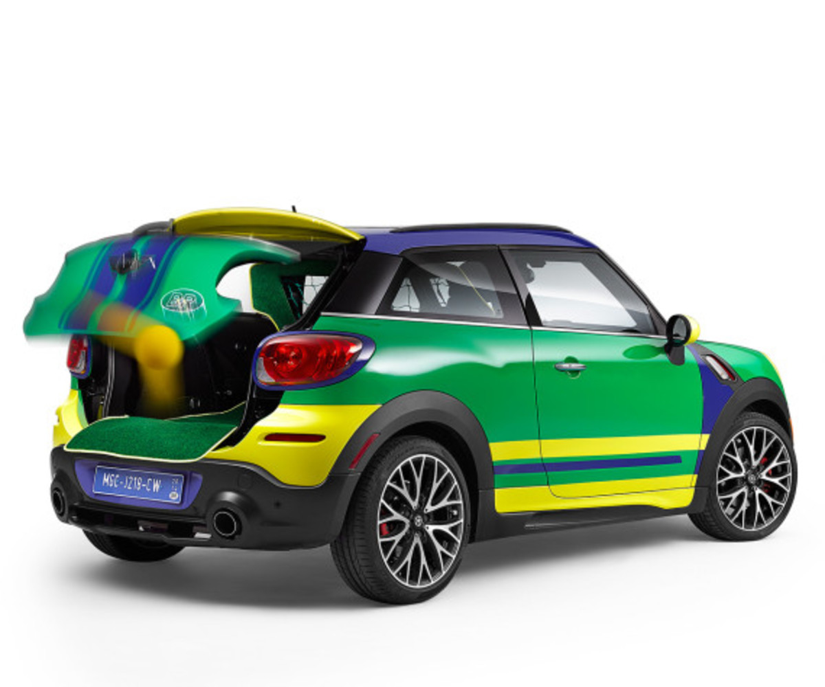 MINI Paceman GoalCooper - Featuring Soccer Pitch and Auto Tailgate Goalkeeper - 7
