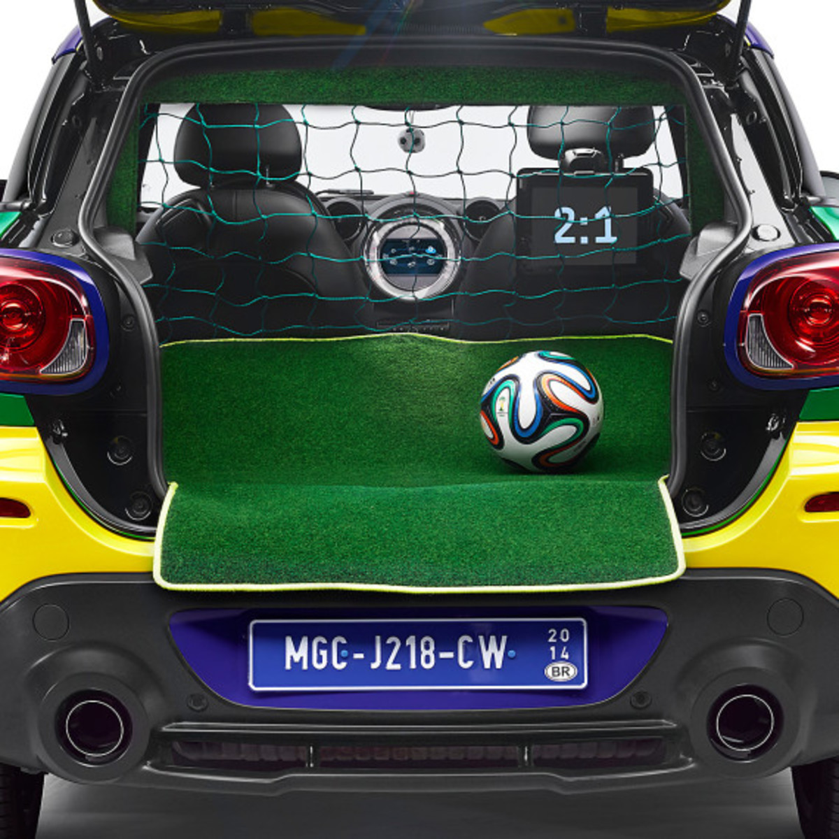 MINI Paceman GoalCooper - Featuring Soccer Pitch and Auto Tailgate Goalkeeper - 11