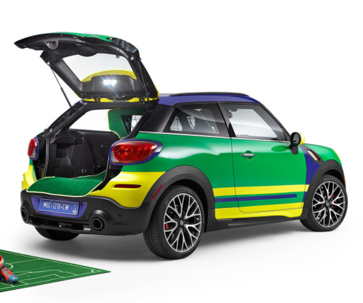 MINI Paceman GoalCooper - Featuring Soccer Pitch and Auto Tailgate Goalkeeper - 6