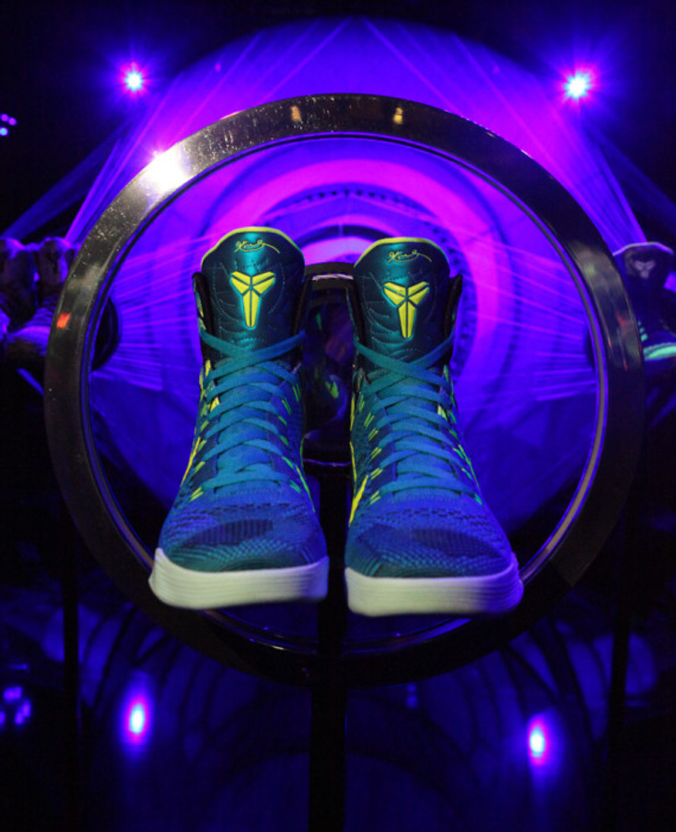 "Nike Kobe 9 Elite - ""The Art of Light, Strong, and Fast"" 