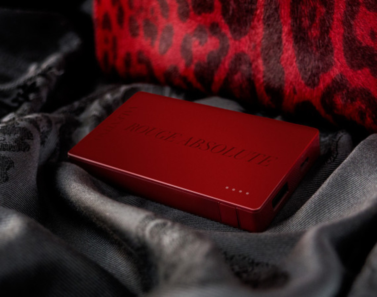 Valentino x Mophie - Limited Edition Powerstation 4000 Battery Pack for Cash & Rocket 2014 Tour - 1