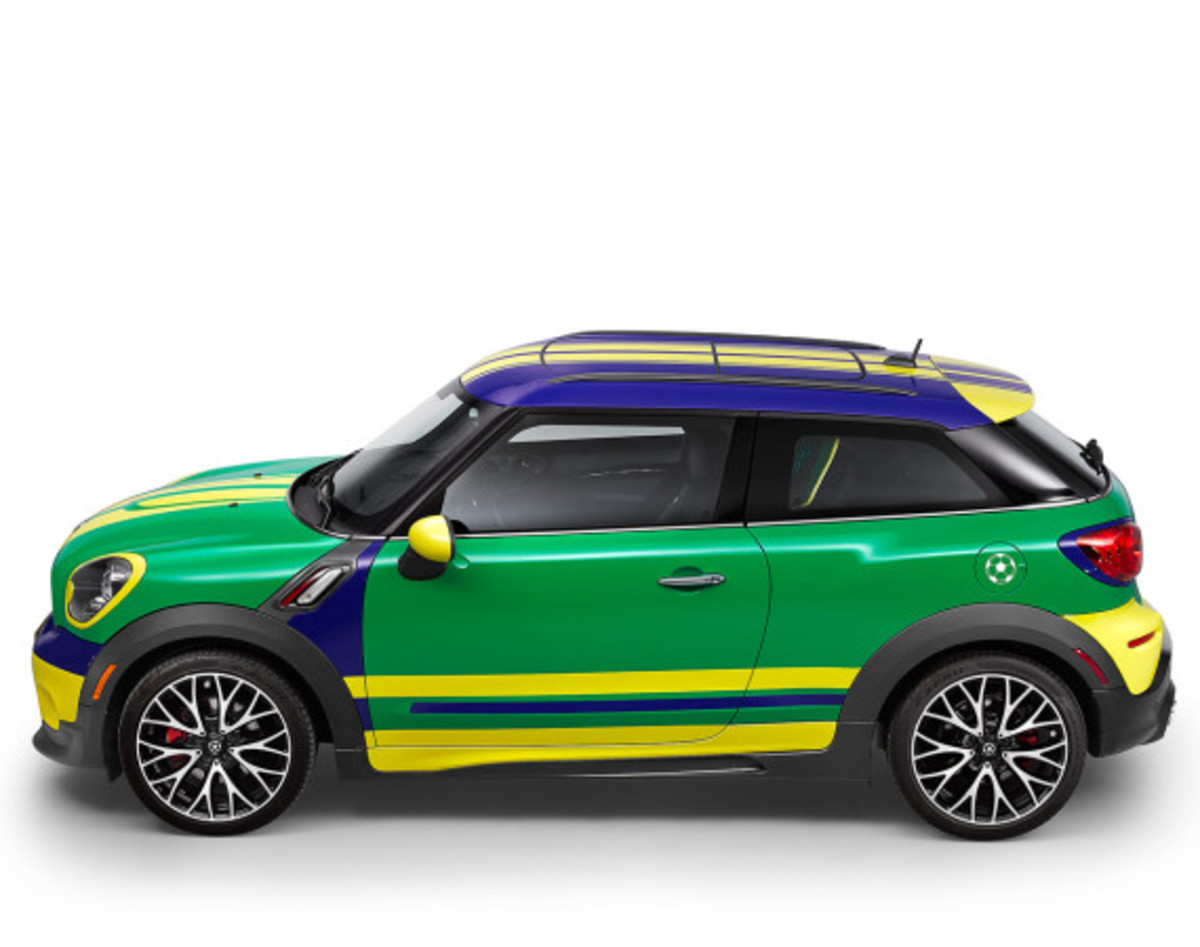 MINI Paceman GoalCooper - Featuring Soccer Pitch and Auto Tailgate Goalkeeper - 3