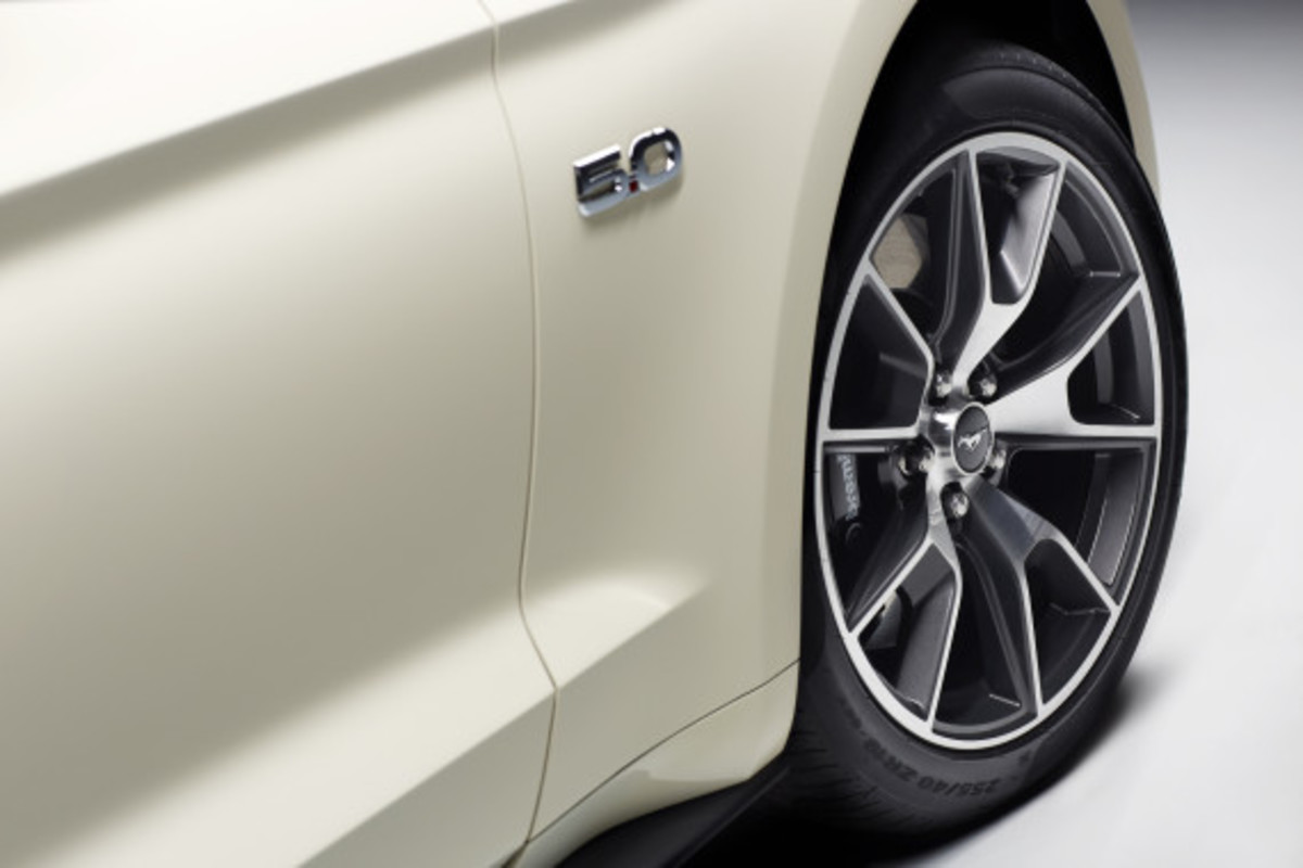 Ford Mustang - 50th Anniversary Edition - 18