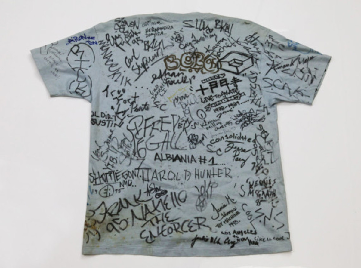 "Original 1994 Supreme ""Taxi Driver"" T-Shirt - Signed by 100+ Skateboard Pros - 2"