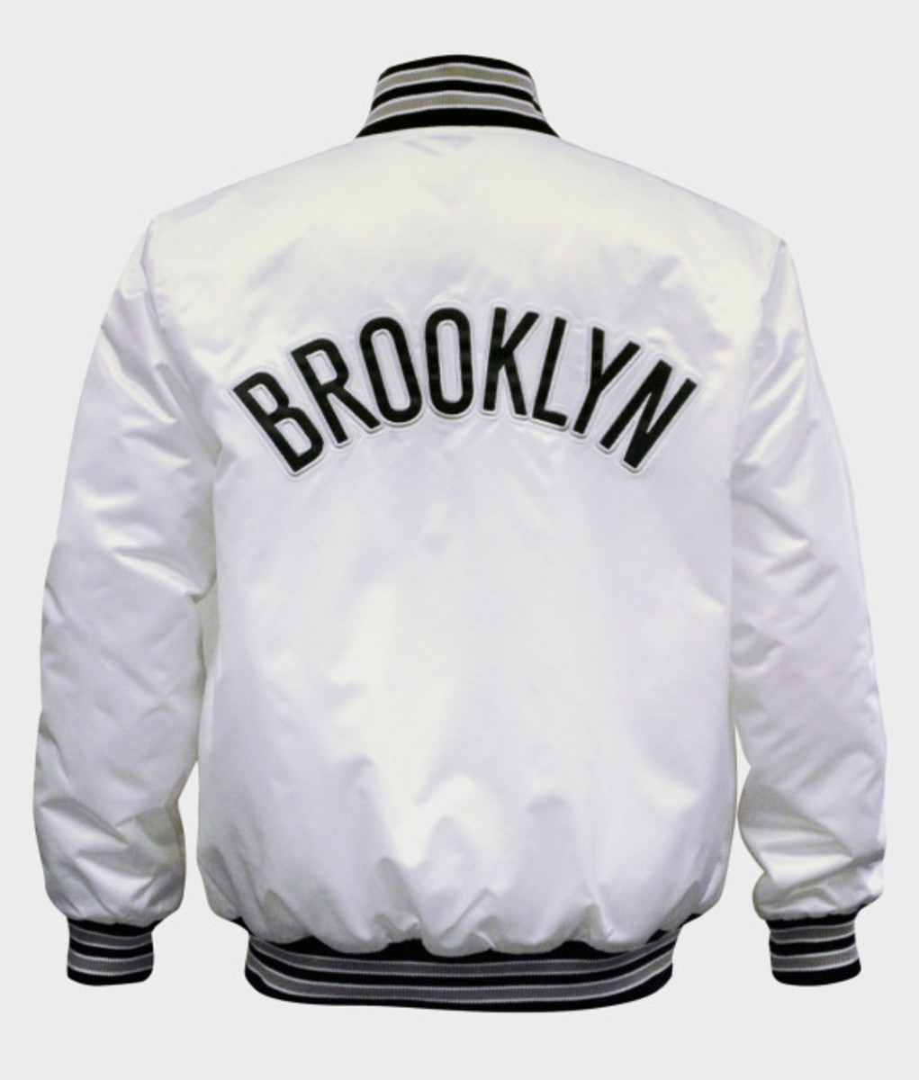 Starter – New York Knicks & Brooklyn Nets Limited Edition Satin Jacket in Christmas White - 4