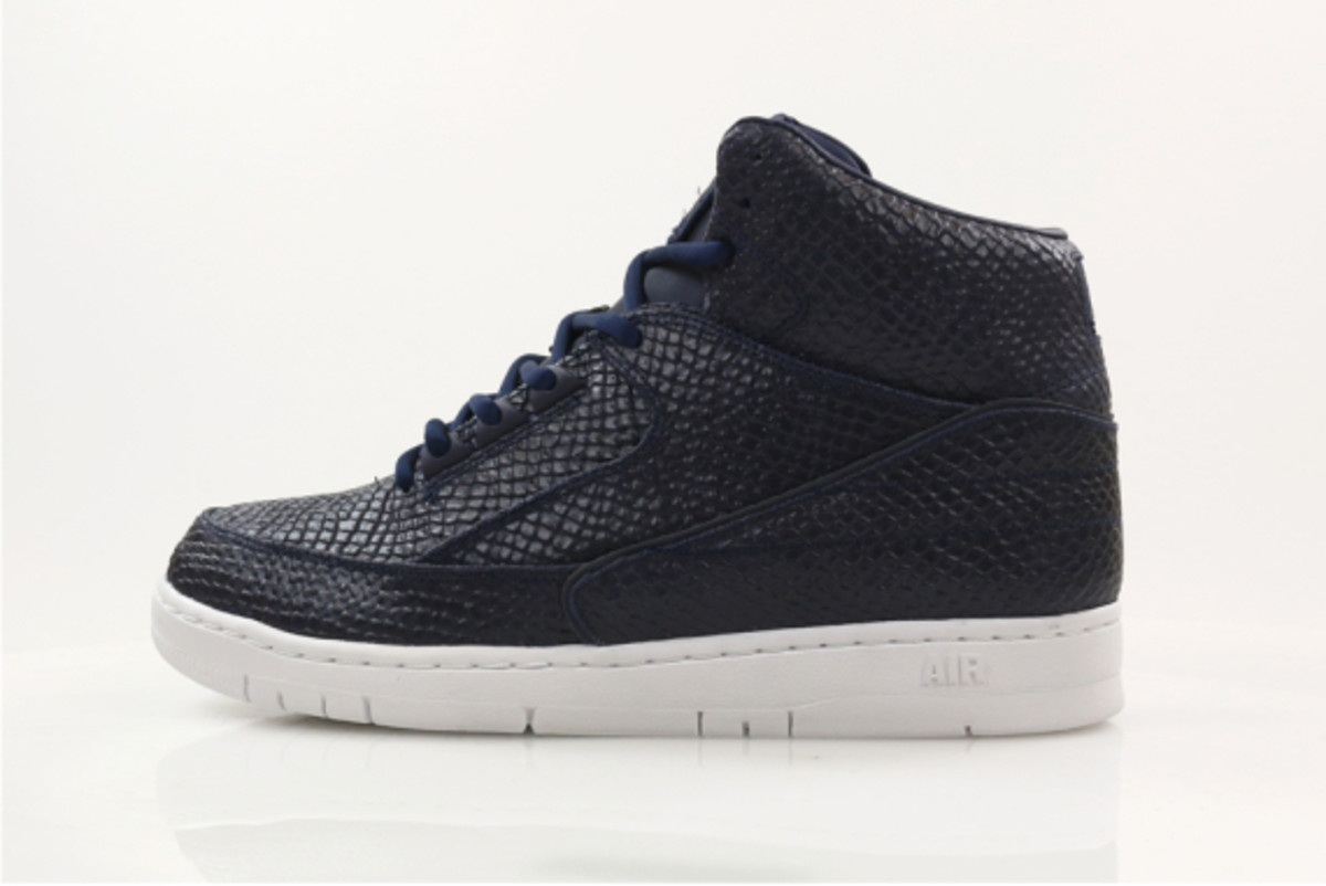 nike-air-python-sp-obsidian-and-white-03
