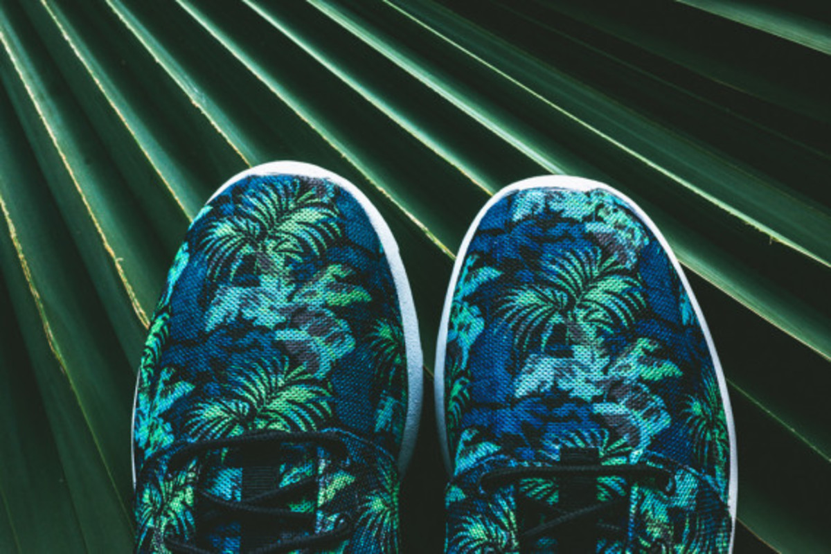 nike-roshe-run-print-space-blue-poison-green-06
