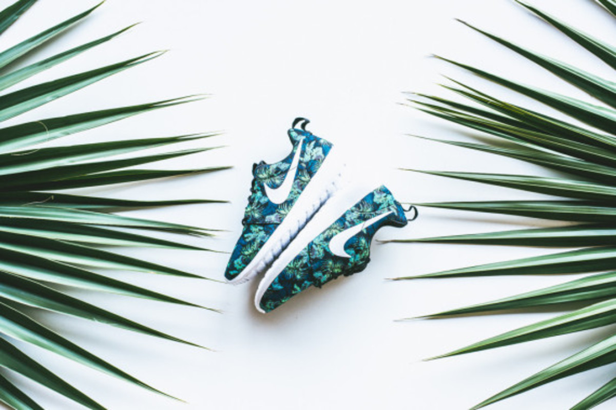 nike-roshe-run-print-space-blue-poison-green-03
