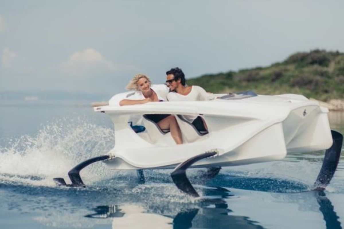 quadrofoil-all-electric-hydrofoiling-personal-watercraft-02
