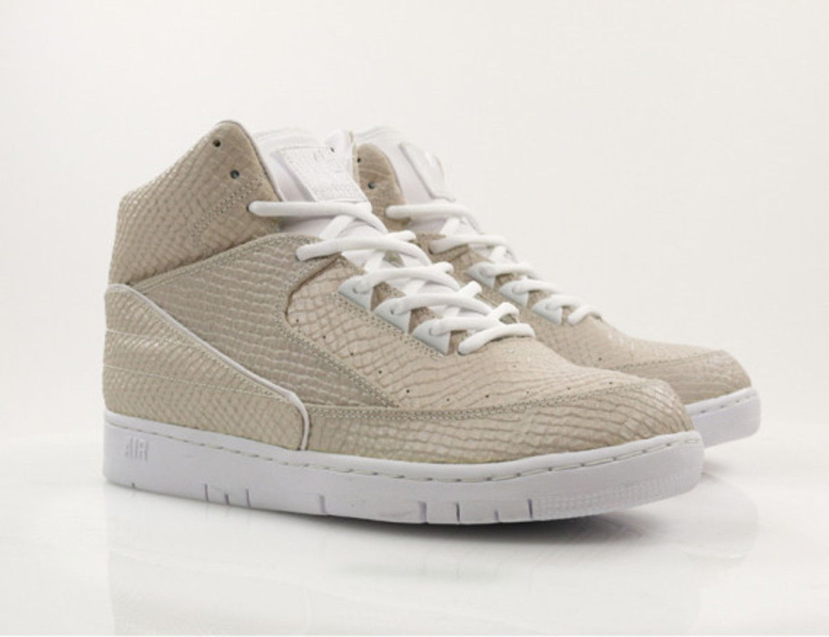 nike-air-python-sp-obsidian-and-white-06