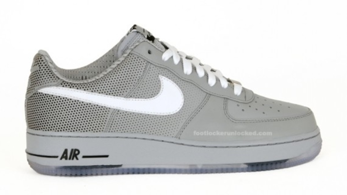 nike-x-futura-air-force-1-low-premium-matte-silver-1