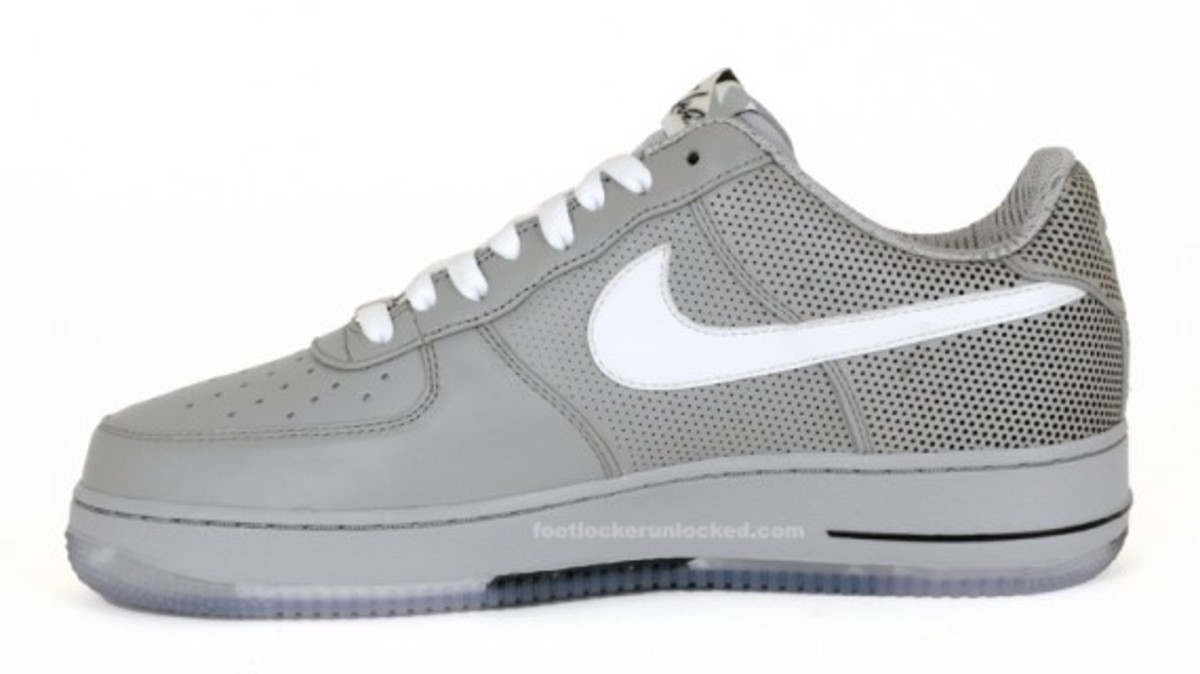 nike-x-futura-air-force-1-low-premium-matte-silver-3