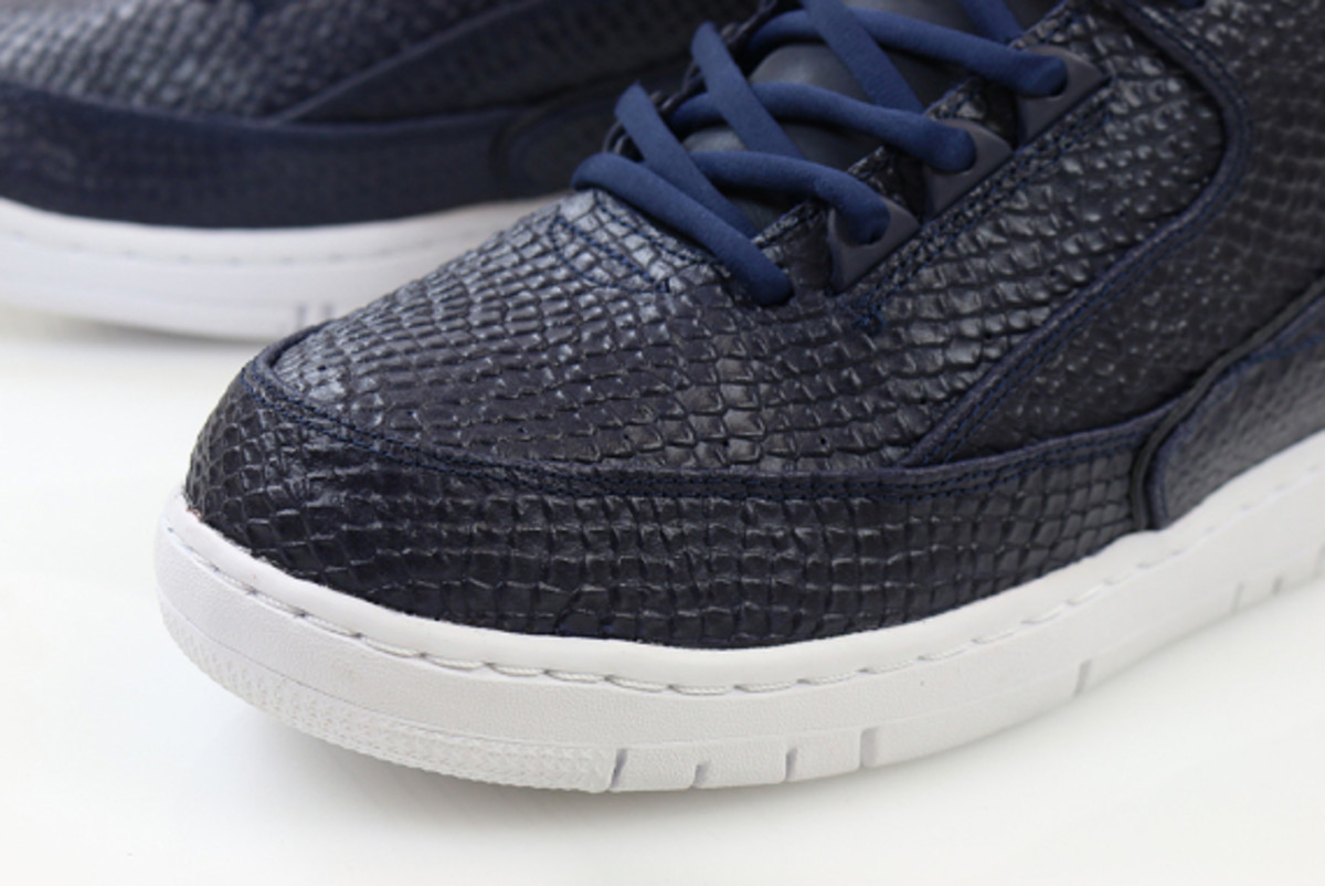 nike-air-python-sp-obsidian-and-white-05