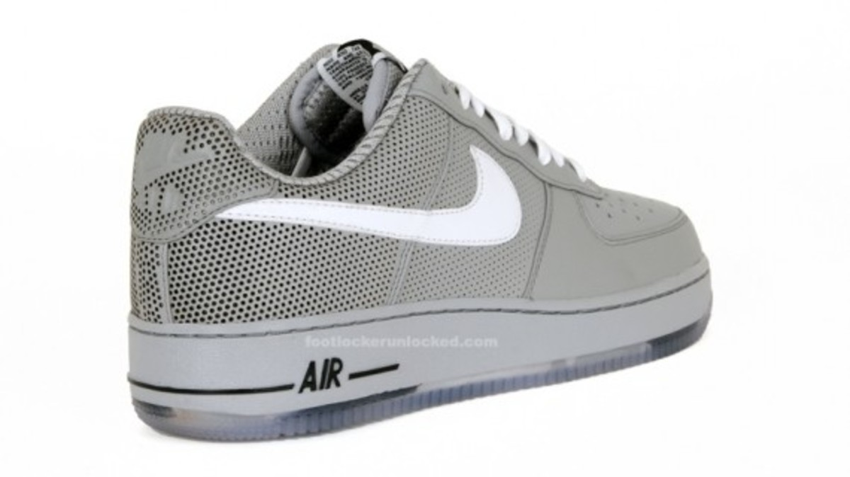 nike-x-futura-air-force-1-low-premium-matte-silver-4