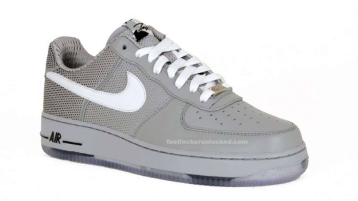 nike-x-futura-air-force-1-low-premium-matte-silver-2