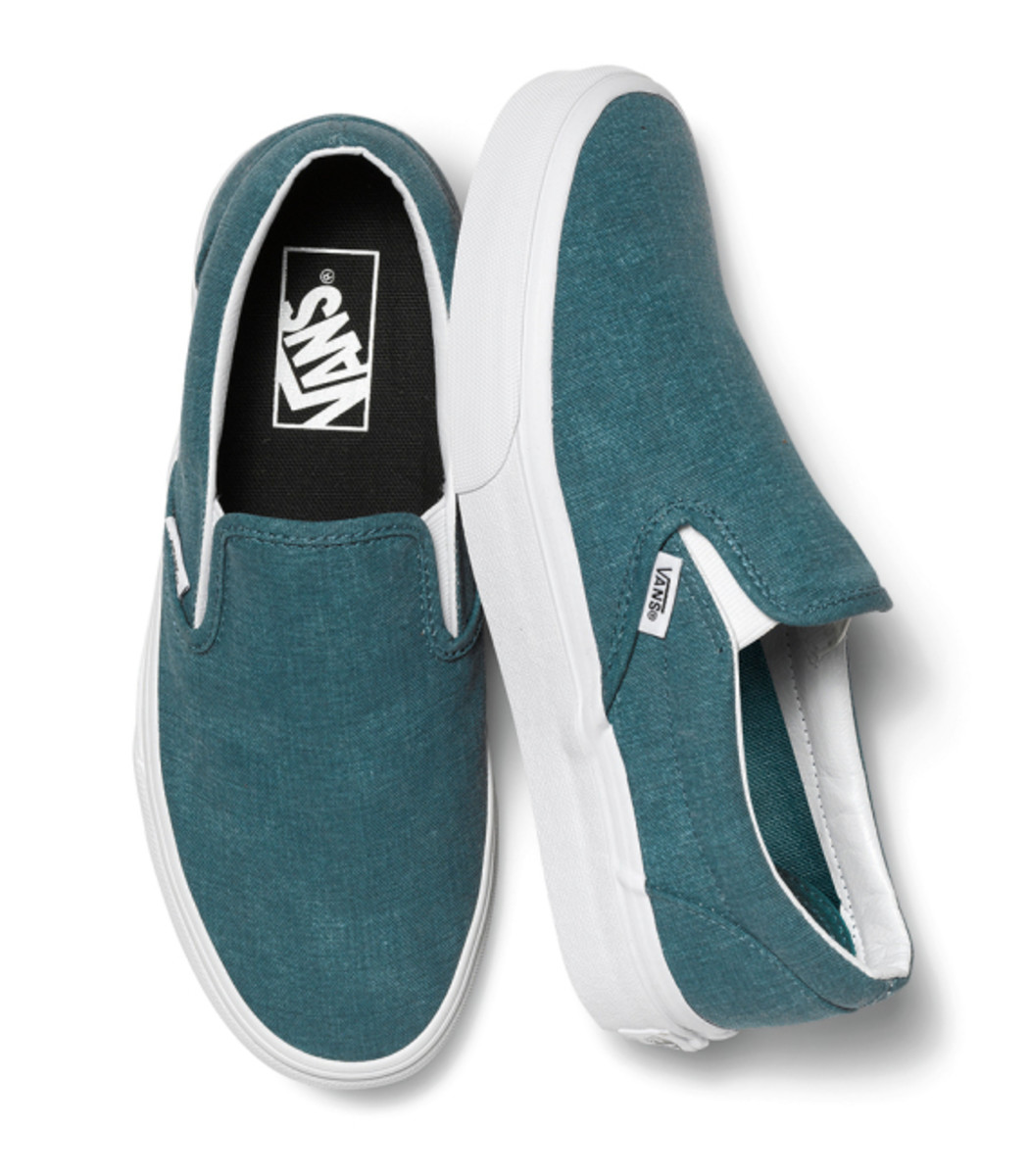 vans-womens-classic-slip-ons-holiday-2014-12