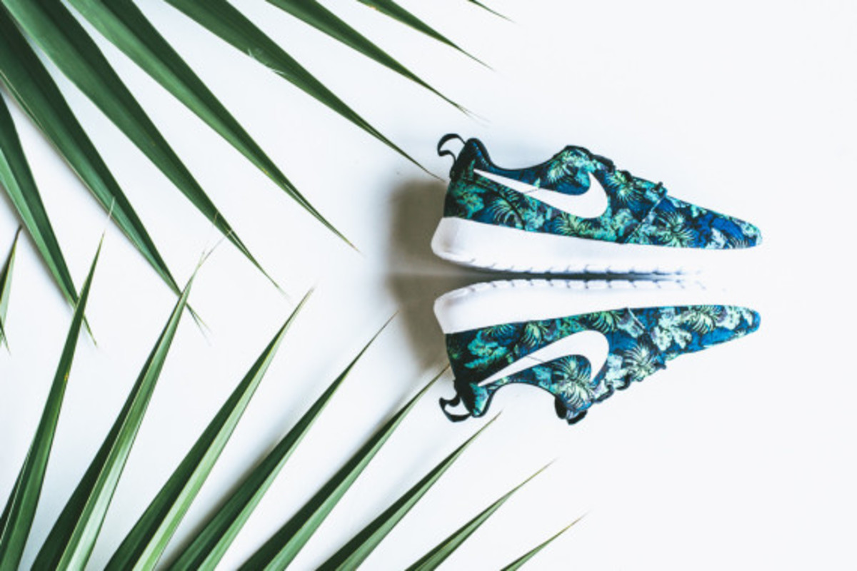 nike-roshe-run-print-space-blue-poison-green-02