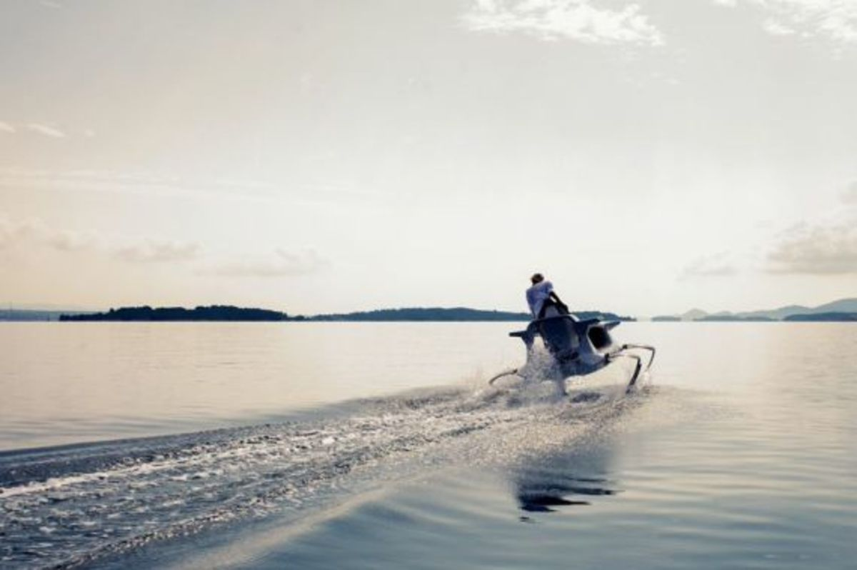quadrofoil-all-electric-hydrofoiling-personal-watercraft-03