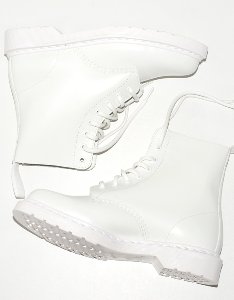 drmartens_white_combat_boots_2