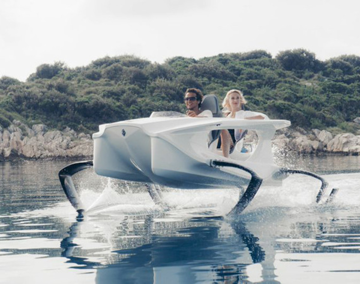 quadrofoil-all-electric-hydrofoiling-personal-watercraft-01