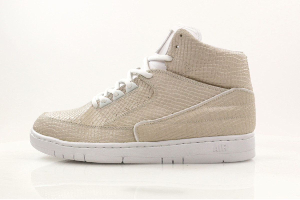 nike-air-python-sp-obsidian-and-white-02
