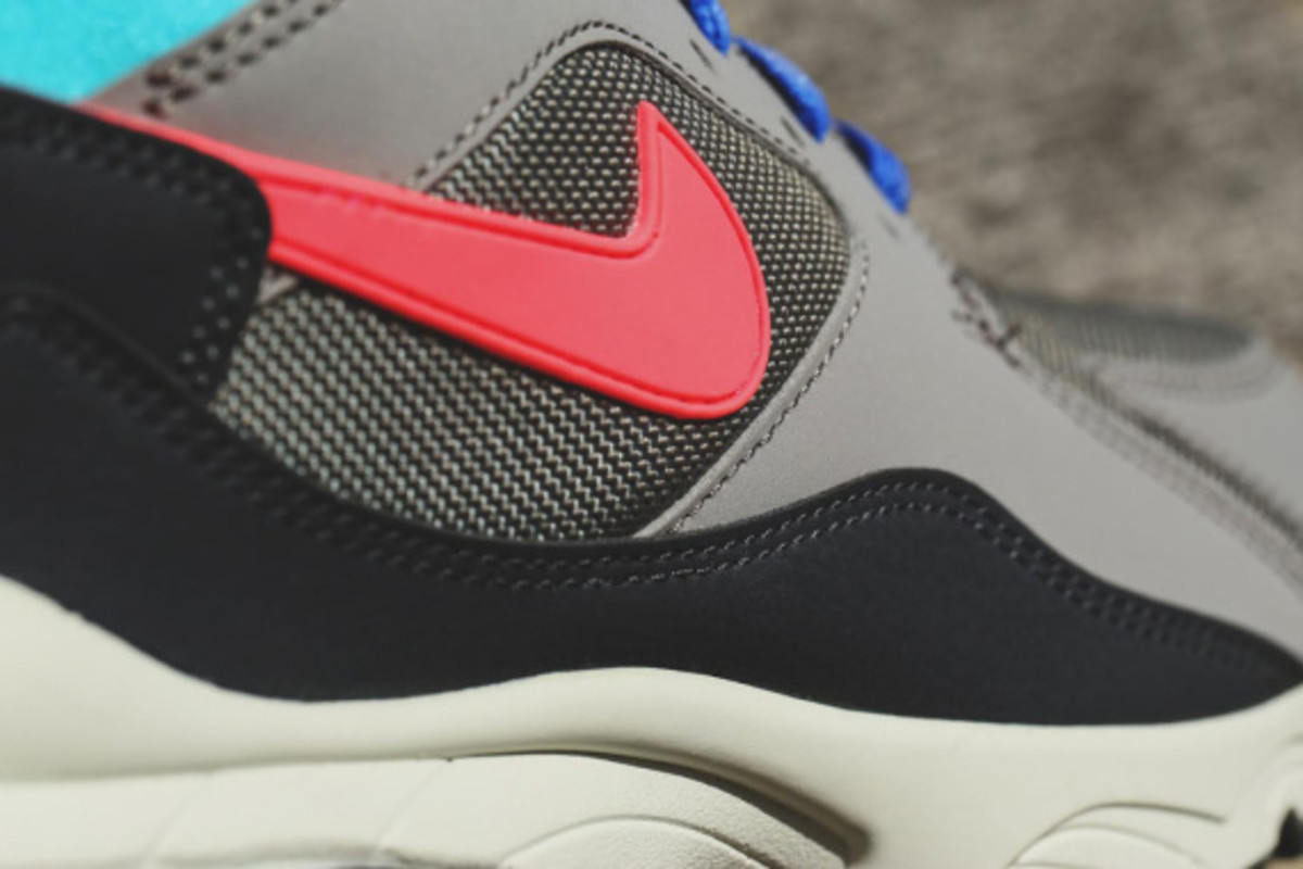 nike-air-max-93-holiday-2014-releases-03