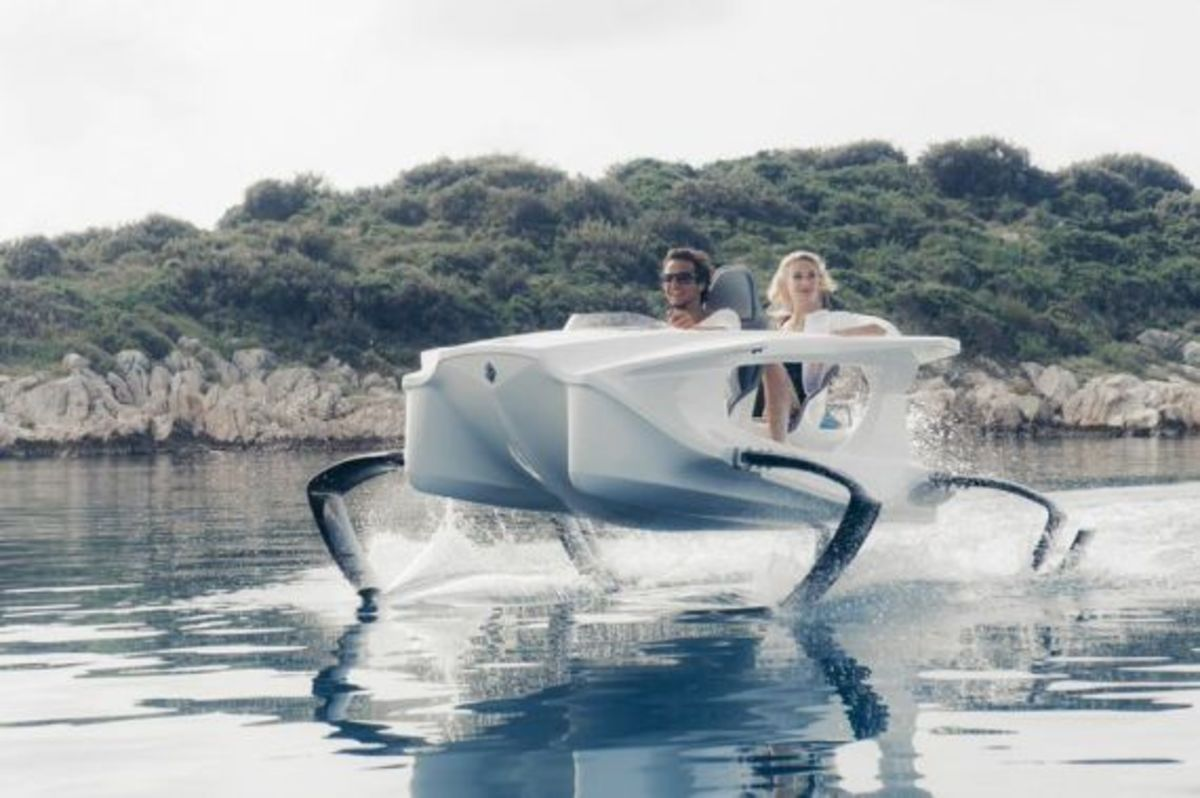 quadrofoil-all-electric-hydrofoiling-personal-watercraft-04