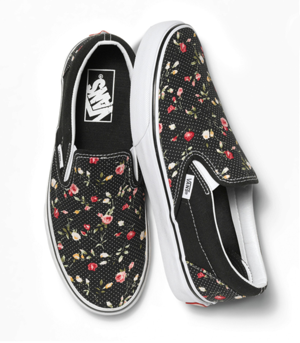 vans-womens-classic-slip-ons-holiday-2014-06