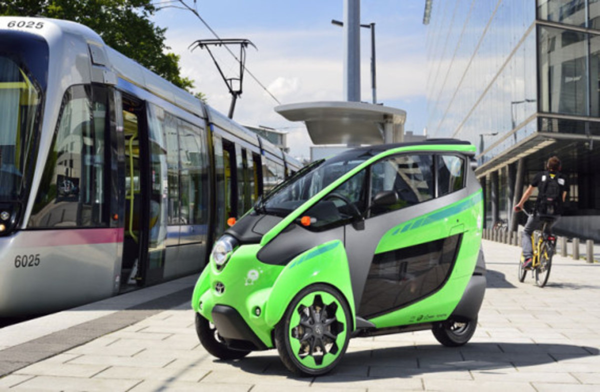 Toyota i-Road - On the Streets of France - 1