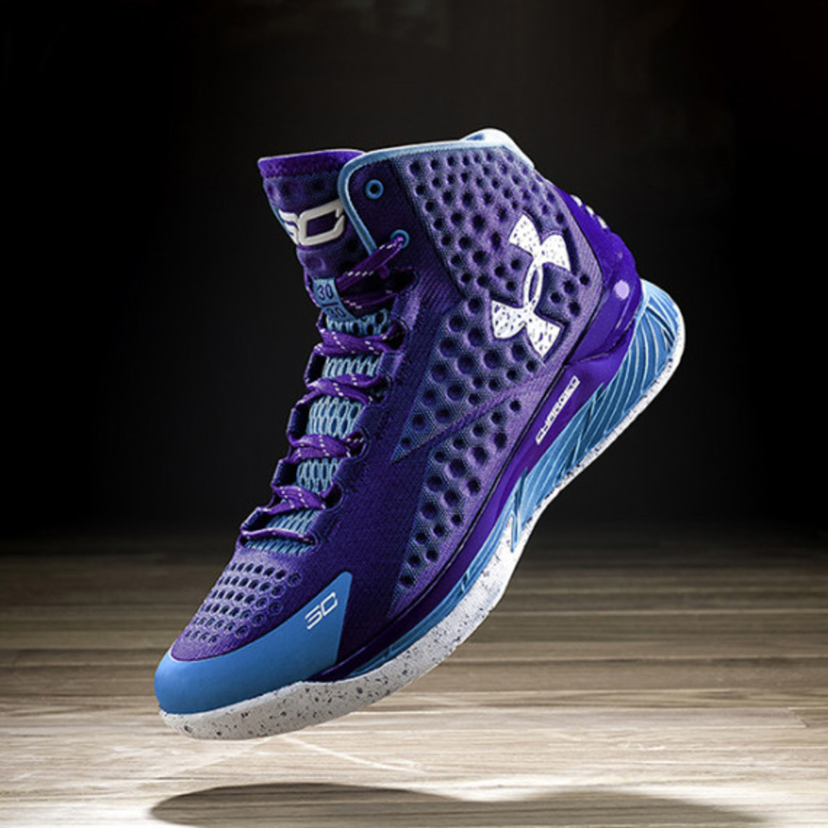 under-armour-curry-one-charged-by-belief-04