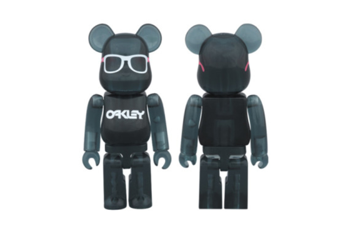 Medicom Toy x Oakley Frogskins Bearbrick for BEAMS - 1