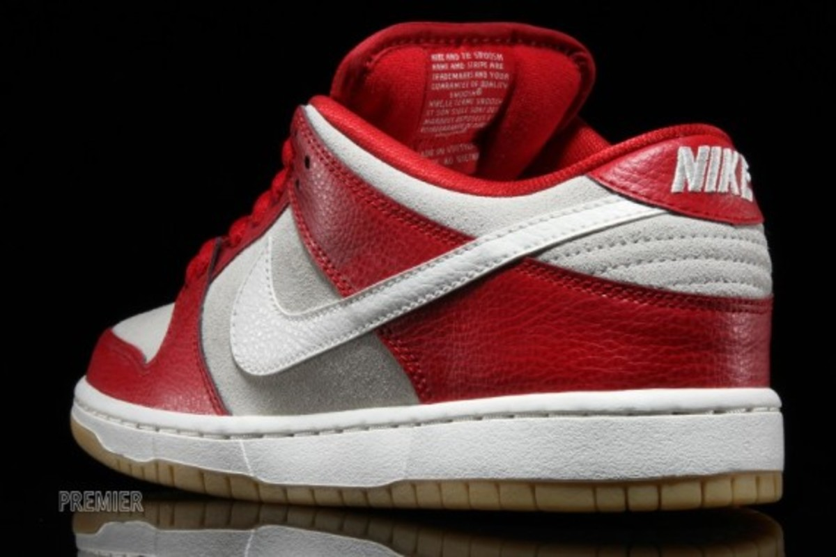 nike-sb-dunk-low-2015-valentines-day-04