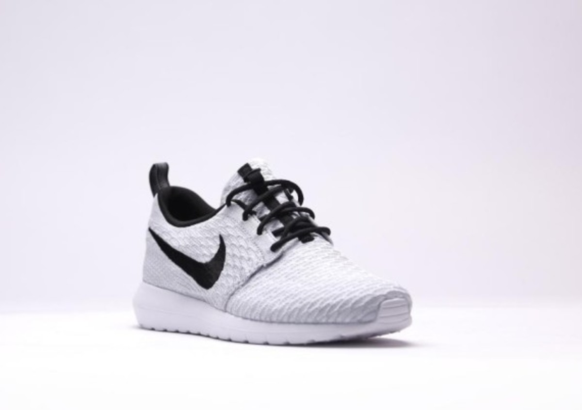 separation shoes 82b91 e413d Nike Roshe Exécuter Flyknit Loup Gris Blanc UFNn6hpXO