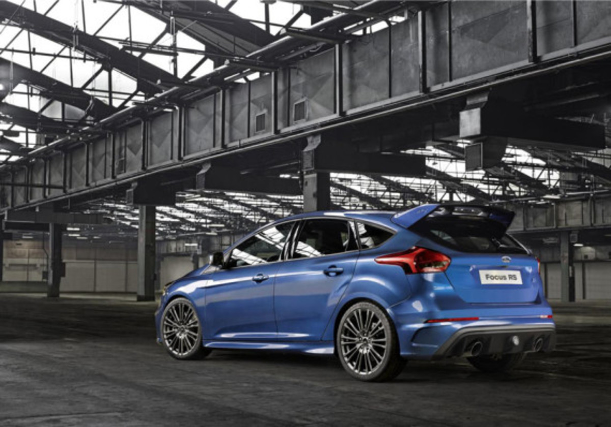 2016-ford-focus-rs-02