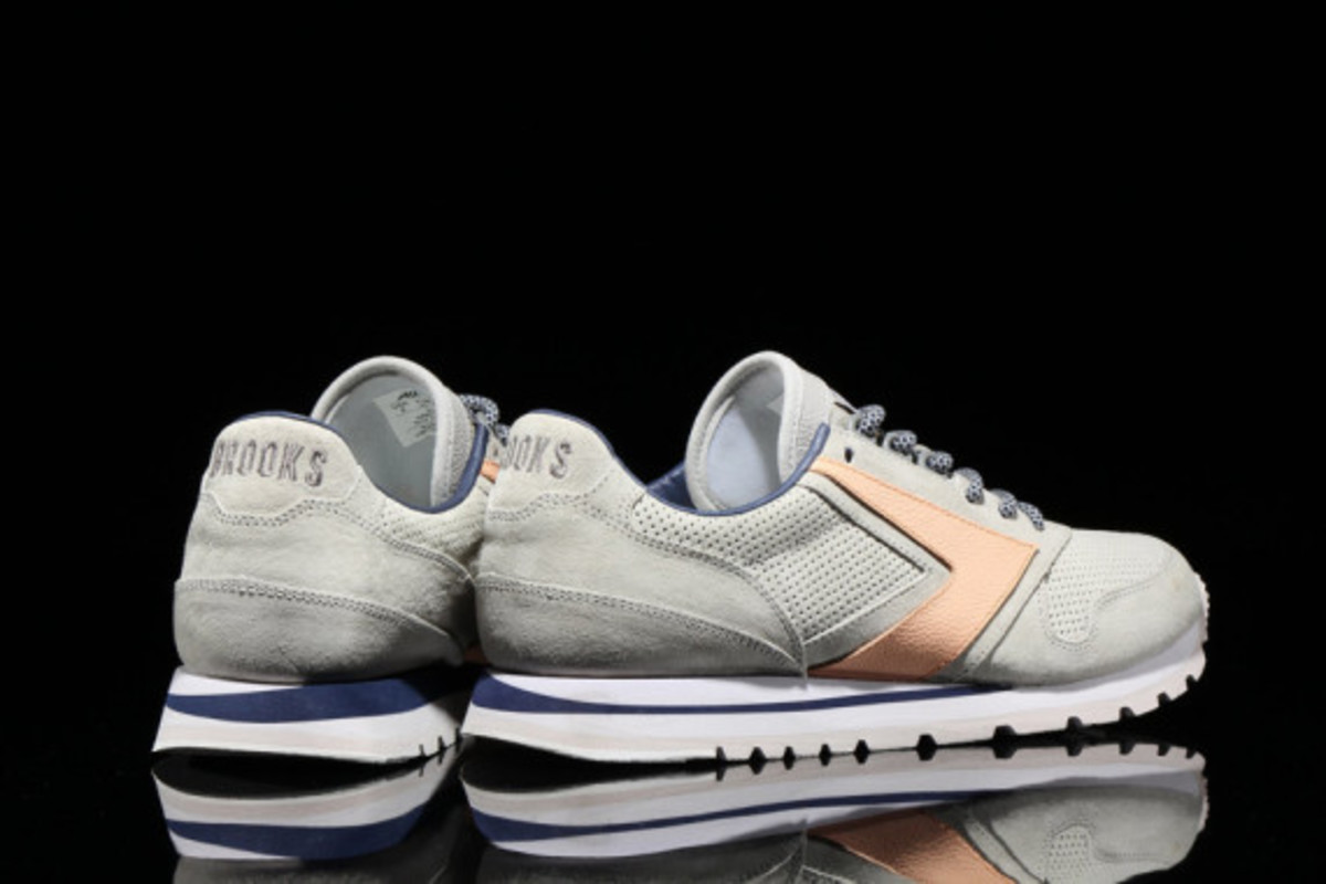 brooks-heritage-atmos-pacific-chariot-02