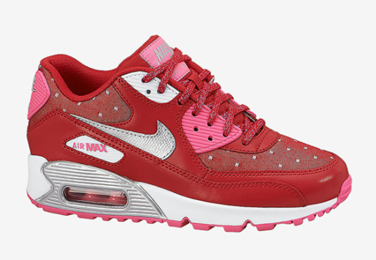 nike-sportswear-valentines-day-pack-01