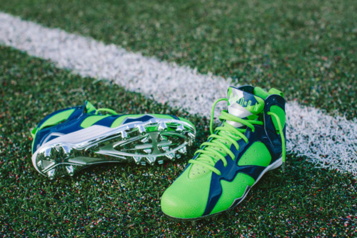 earl-thomas-air-jordan-7-super-bowl-cleats-02