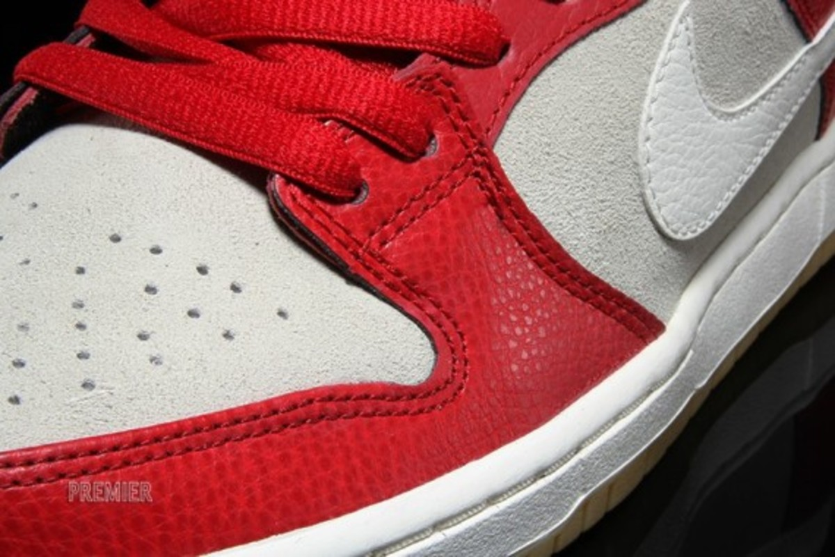 nike-sb-dunk-low-2015-valentines-day-03