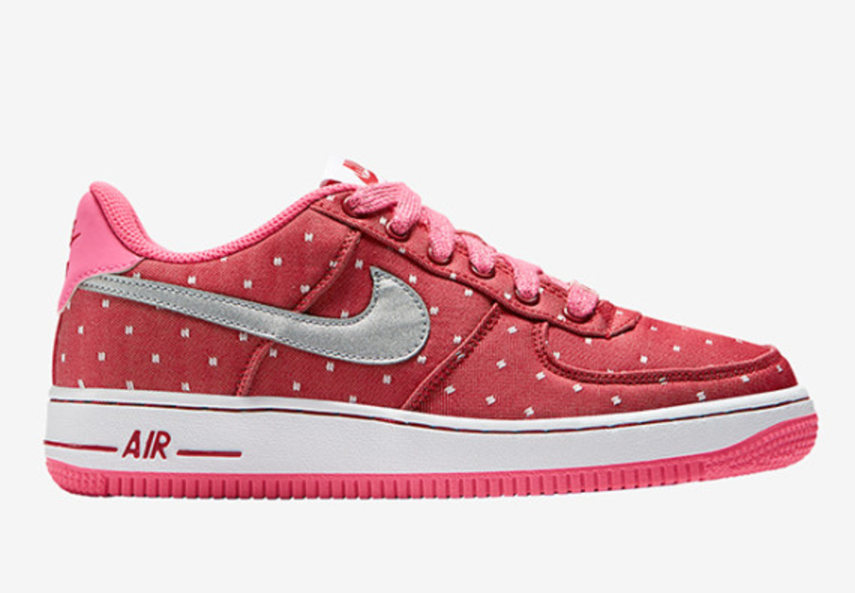 nike-sportswear-valentines-day-pack-02
