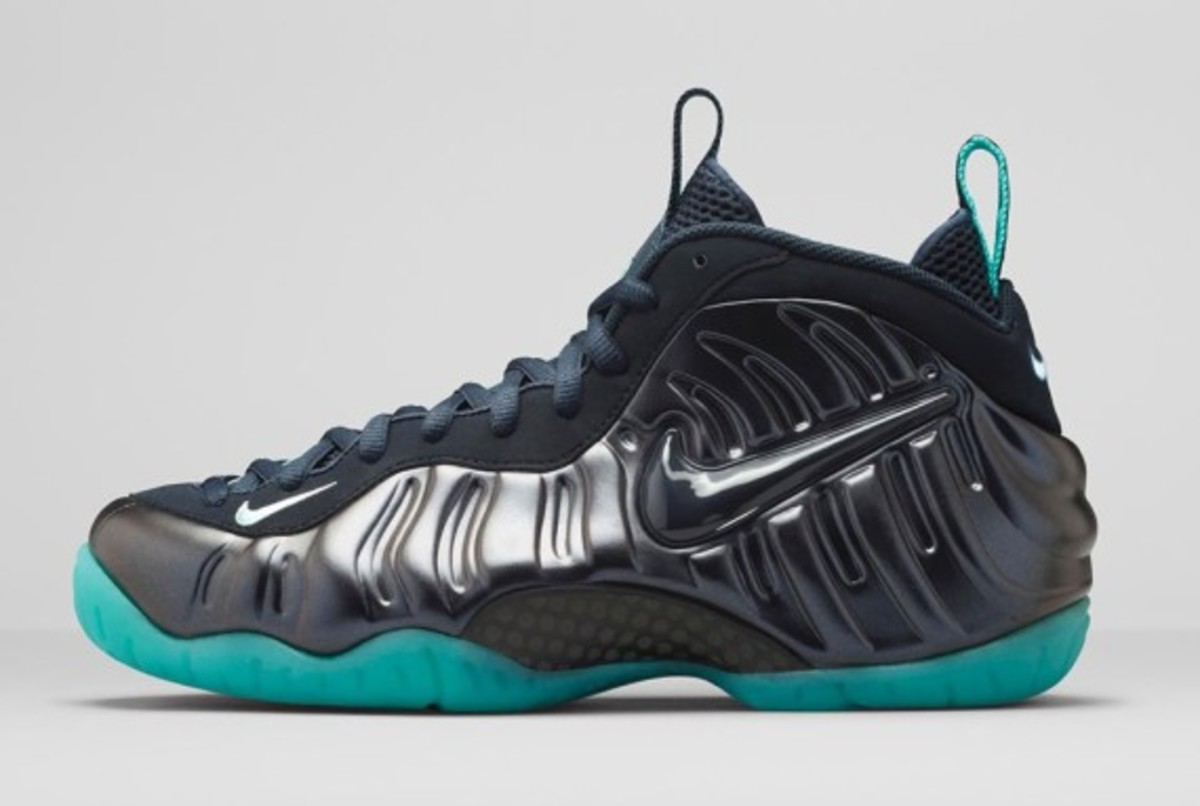 nike-air-foamposite-pro-dark-obsidian-02