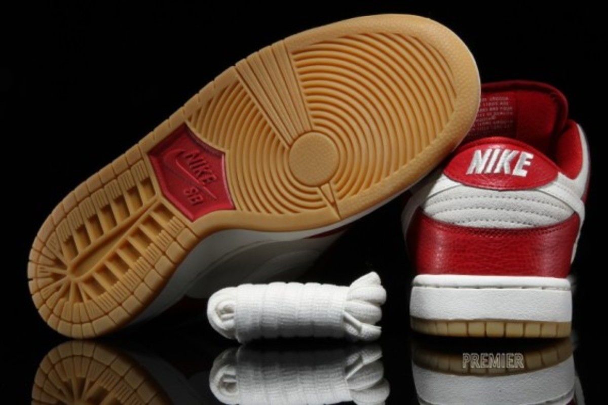 nike-sb-dunk-low-2015-valentines-day-05