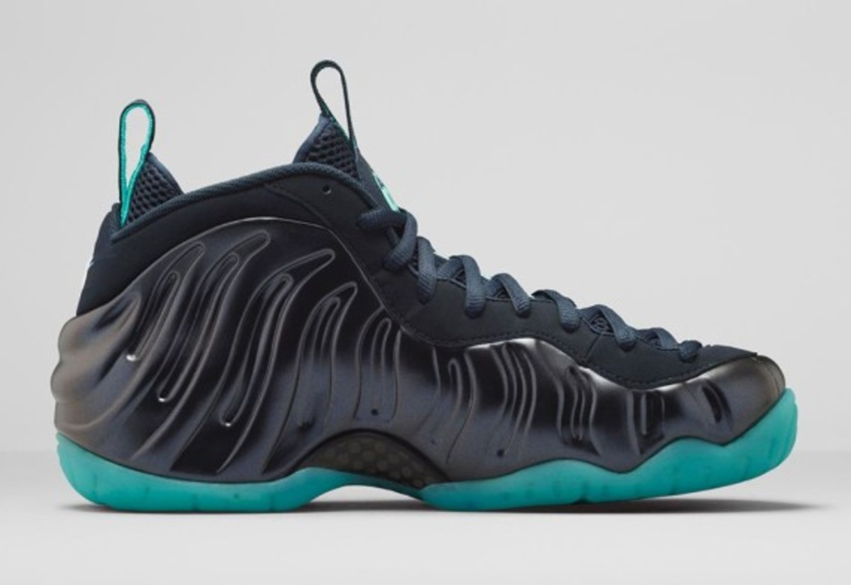 nike-air-foamposite-pro-dark-obsidian-04