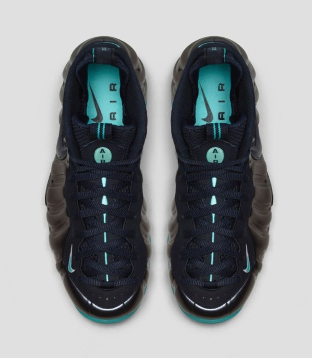 nike-air-foamposite-pro-dark-obsidian-03