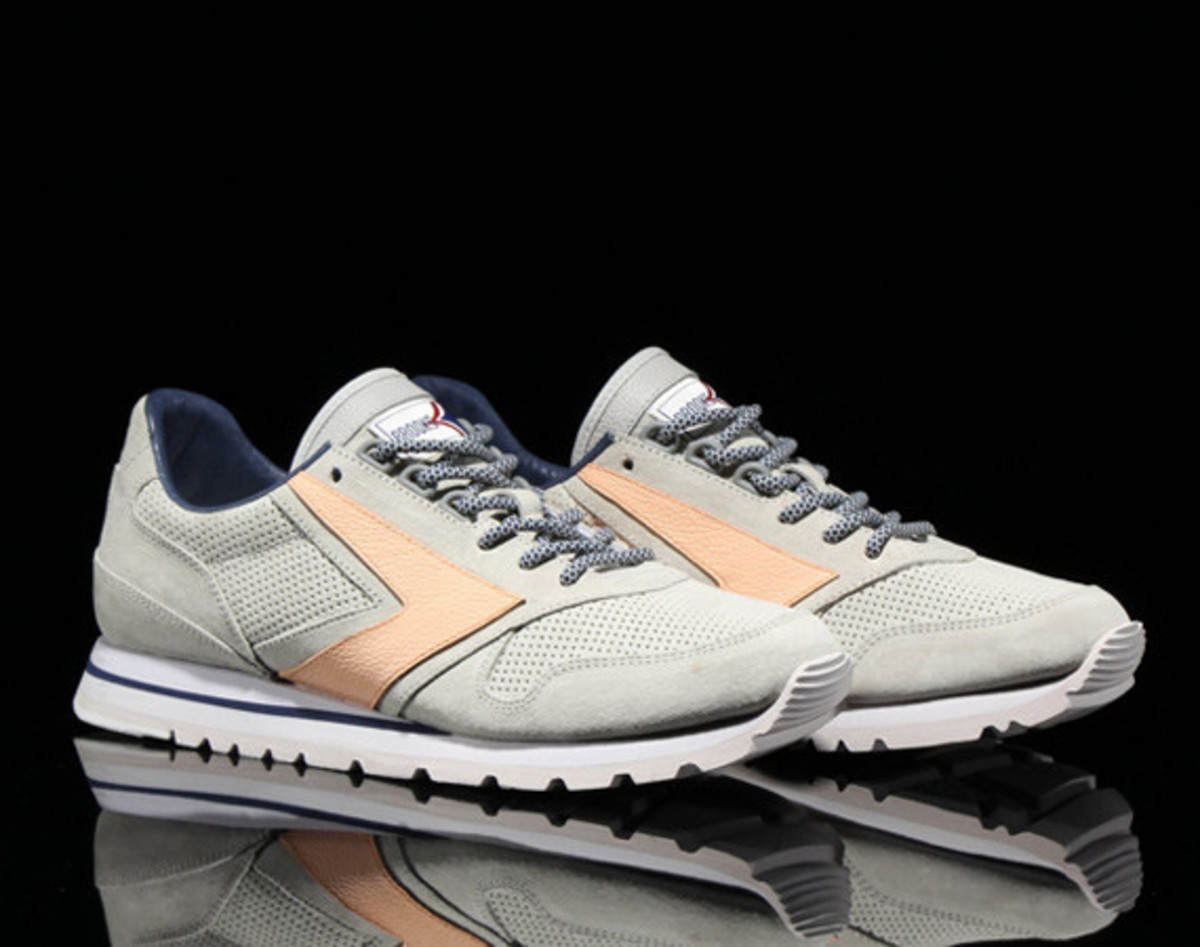 brooks-heritage-atmos-pacific-chariot-00