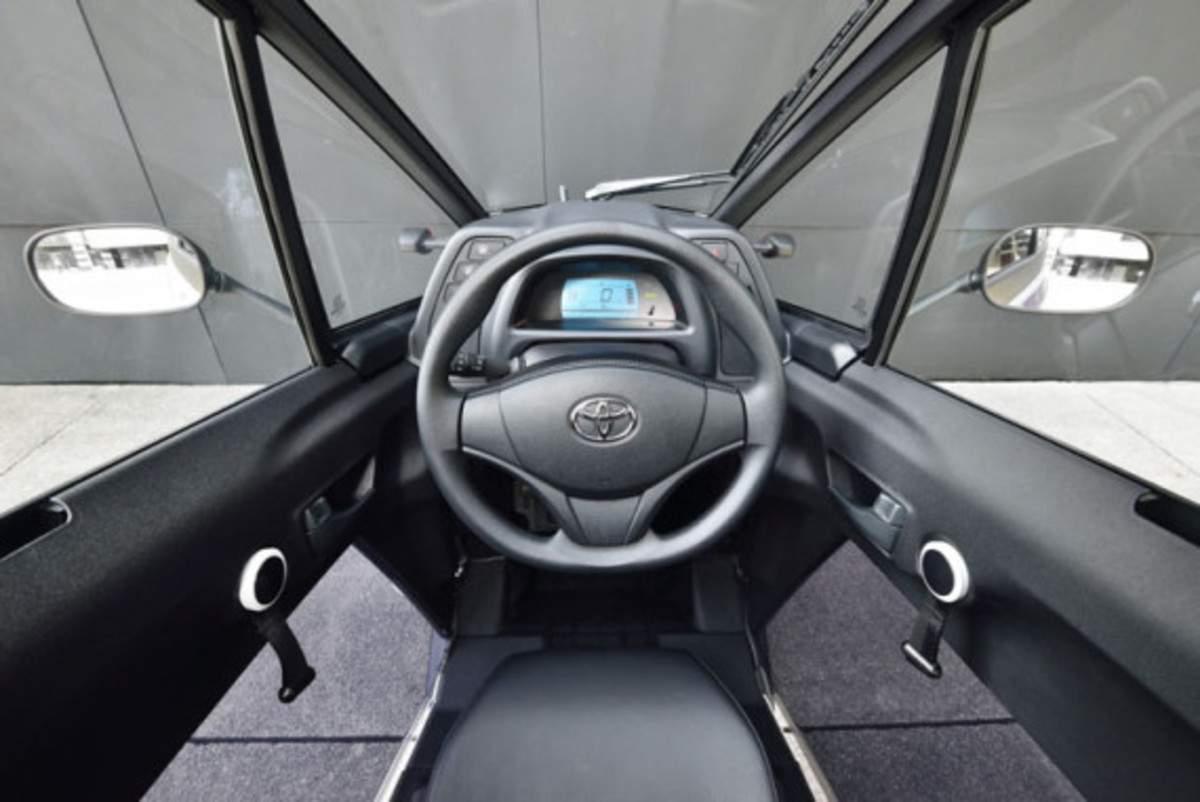 Toyota i-Road - On the Streets of France - 3
