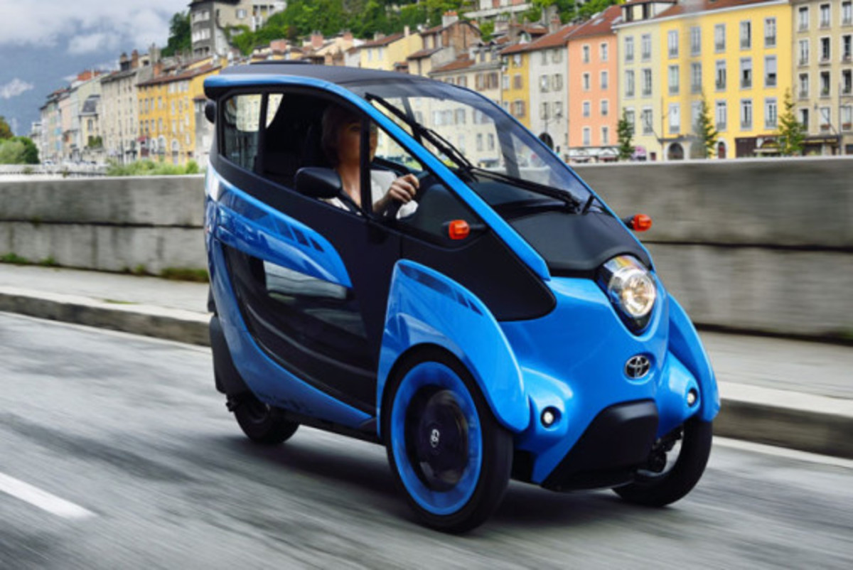 Toyota i-Road - On the Streets of France - 4
